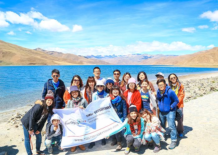 西藏旅游游客合影